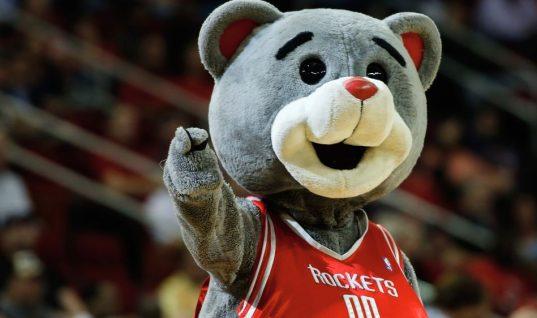 Владелец «Хьюстон» оштрафован НБА за крик на арбитра