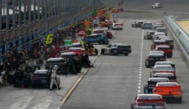 Игрок бросил футбол ради работы механиком в NASCAR