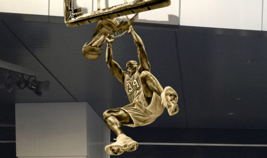 «Лейкерс» показали памятник Шакилу О'Нилу