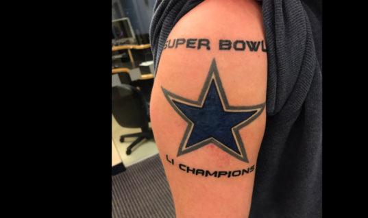 Болельщик «Ковбойз» зря делал татуировку о победе команды в «Супербоуле»