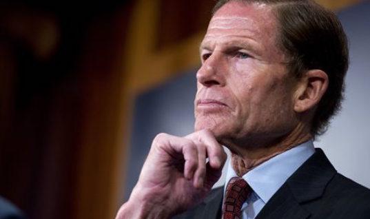 Американский сенатор призвал отнять у России чемпионат мира
