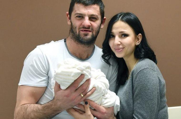 Александр Радулов развёлся с женой