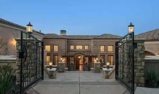 Стеф Карри продал шикарный дом, потеряв сотни тысяч долларов
