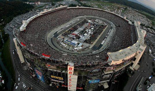 Владельцы команд NASCAR уволят тех, кто будет протестовать во время гимна США