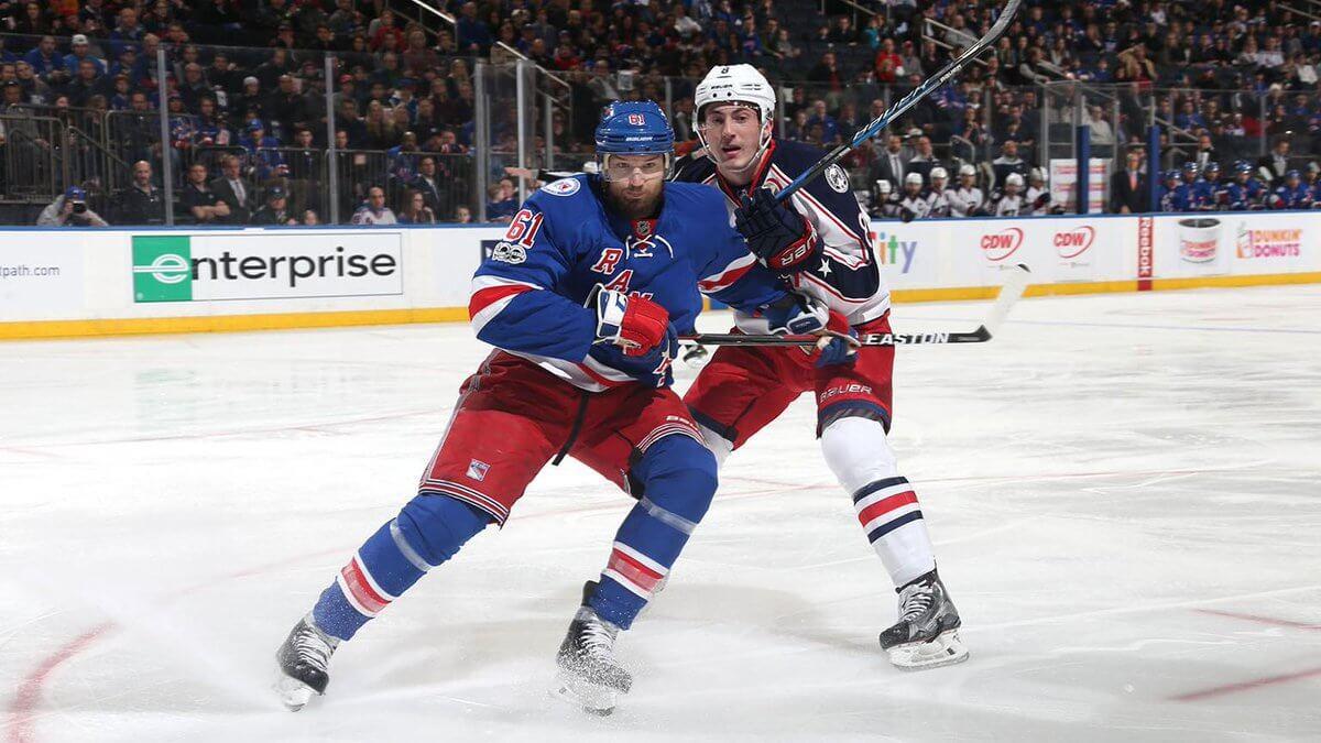 Гол ипередача Бучневича помогли «Рейнджерс» побороть вовтором матче НХЛ подряд