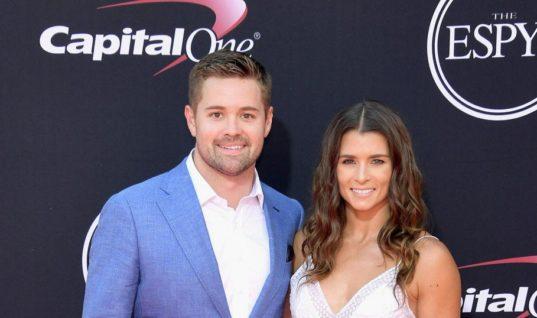 Пилотесса и гонщик NASCAR расстались из-за отказа звать замуж