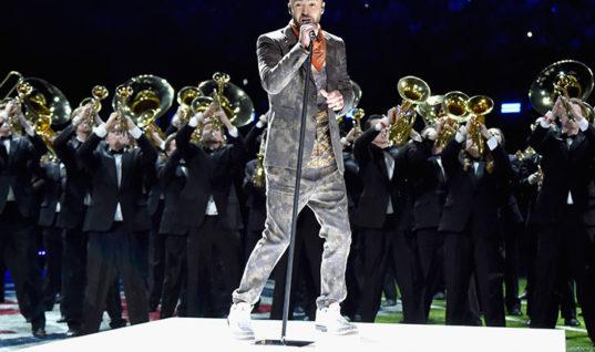 Выступление Тимберлейка на Супербоуле испортил микрофон