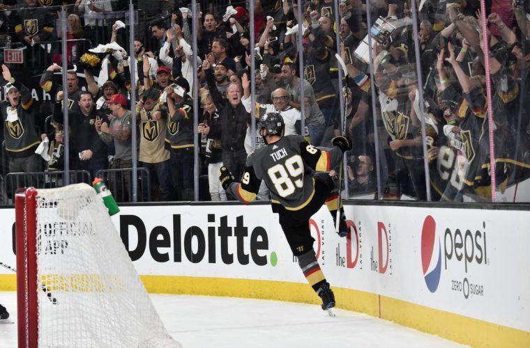 «Вегас»— первая команда НХЛ, выигравшая пять стартовых матчей плей-офф