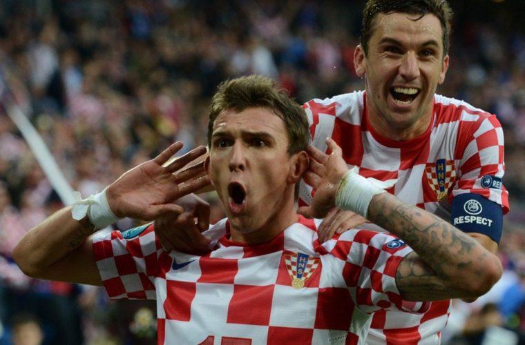 Нападающий Хорватии оплатил пиво болевшим за него на родине