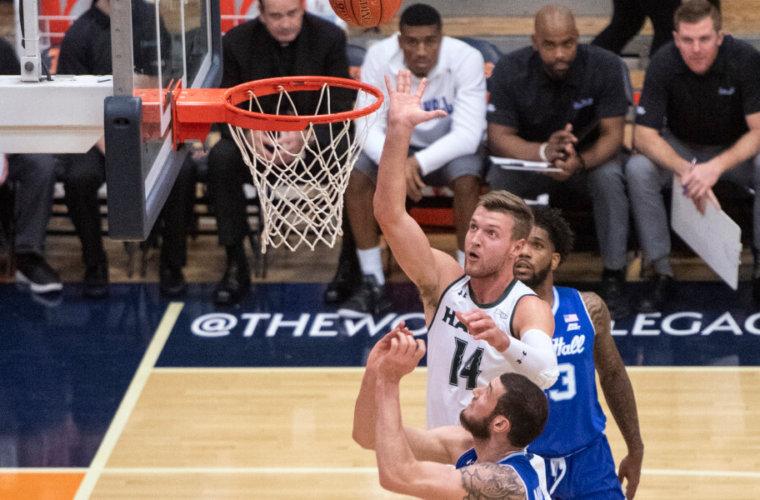 Игрок на ставках жутко расстроился промаху баскетболиста