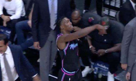 Баскетболиста удалили за бросок кроссовка на трибуну