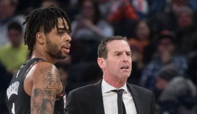 Болельщик попробовал усадить мешавшего ему тренера НБА