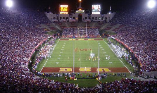 В Лос-Анджелесе скандал с переименованием знаменитого стадиона