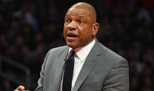 Незнакомец вернул тренеру НБА потерянные 2 тысячи долларов