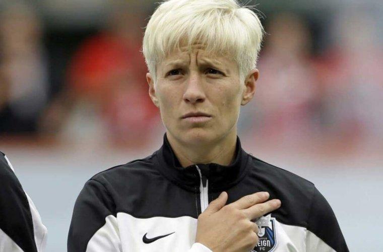 Трамп не одобрил протест футболистки сборной США при исполнении гимна