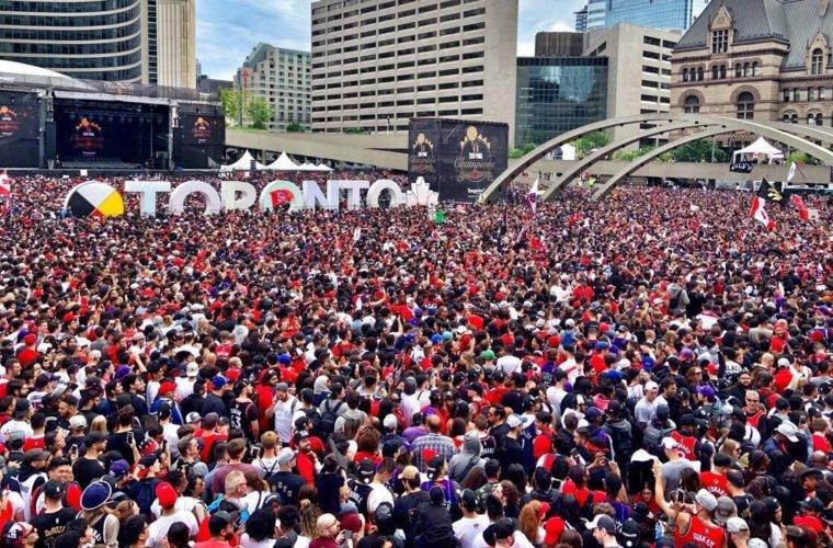 """В честь """"Рэпторс"""" переименовали улицу в Торонто"""