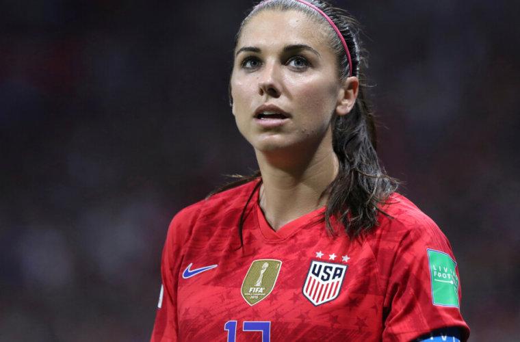 Британская журналистка оскорбилась жестом американской футболистки