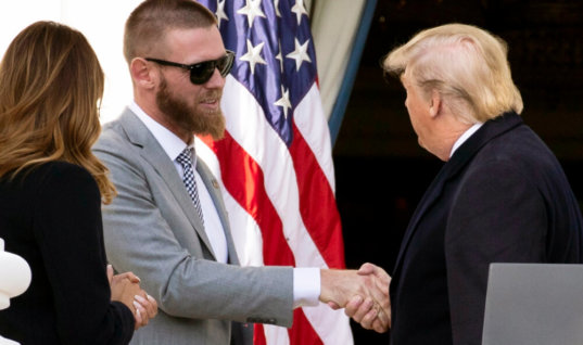 Видео с не пожавшим Трампу руку чемпионом МЛБ оказалось фейком